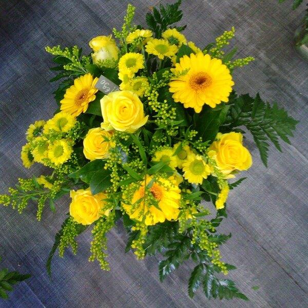 Bouquets et compositions de fleurs jaunes fleuriste for Bouquet de fleurs jaunes