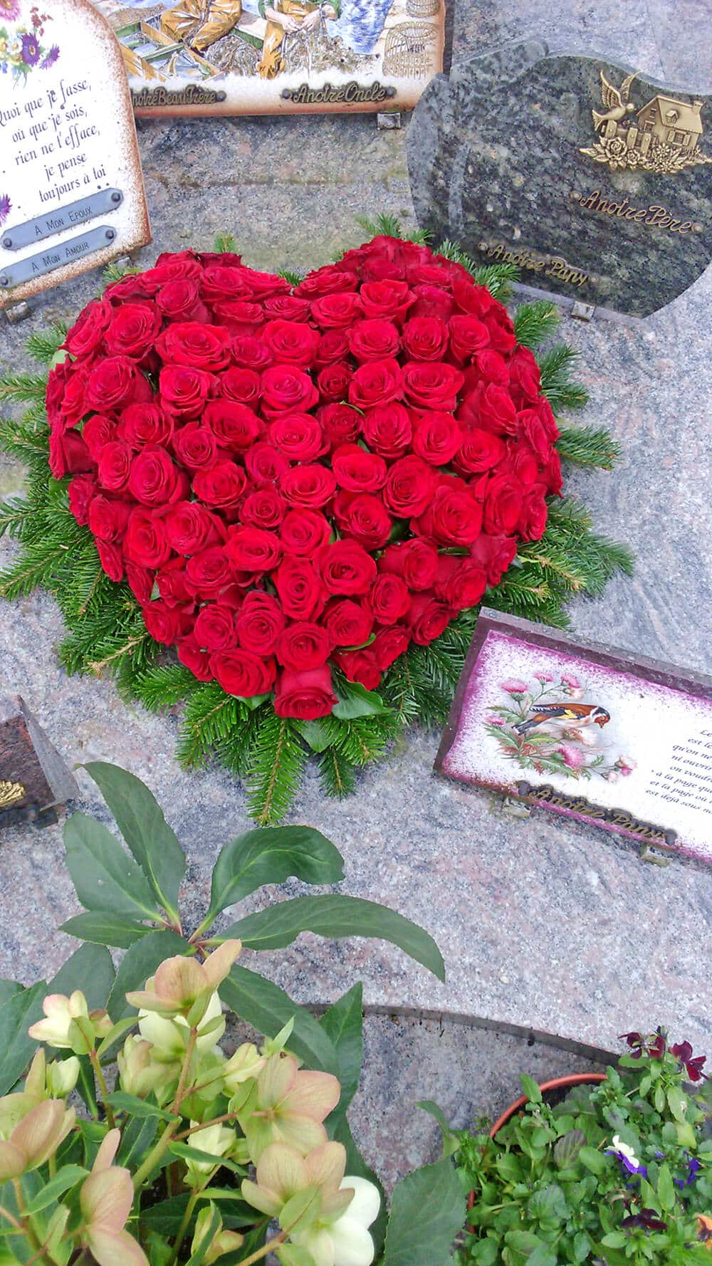 Coeur de roses rouges deuil