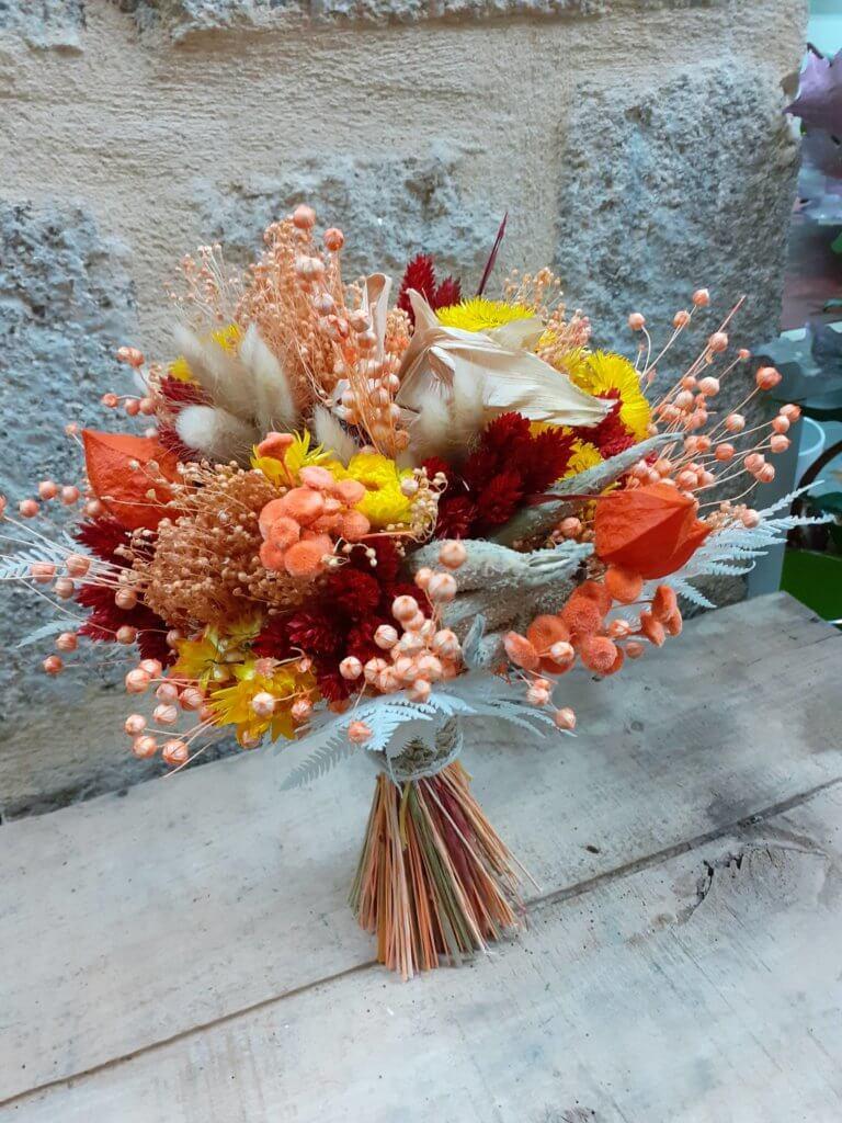 Bouquet de fleurs séchées aux tons orangées