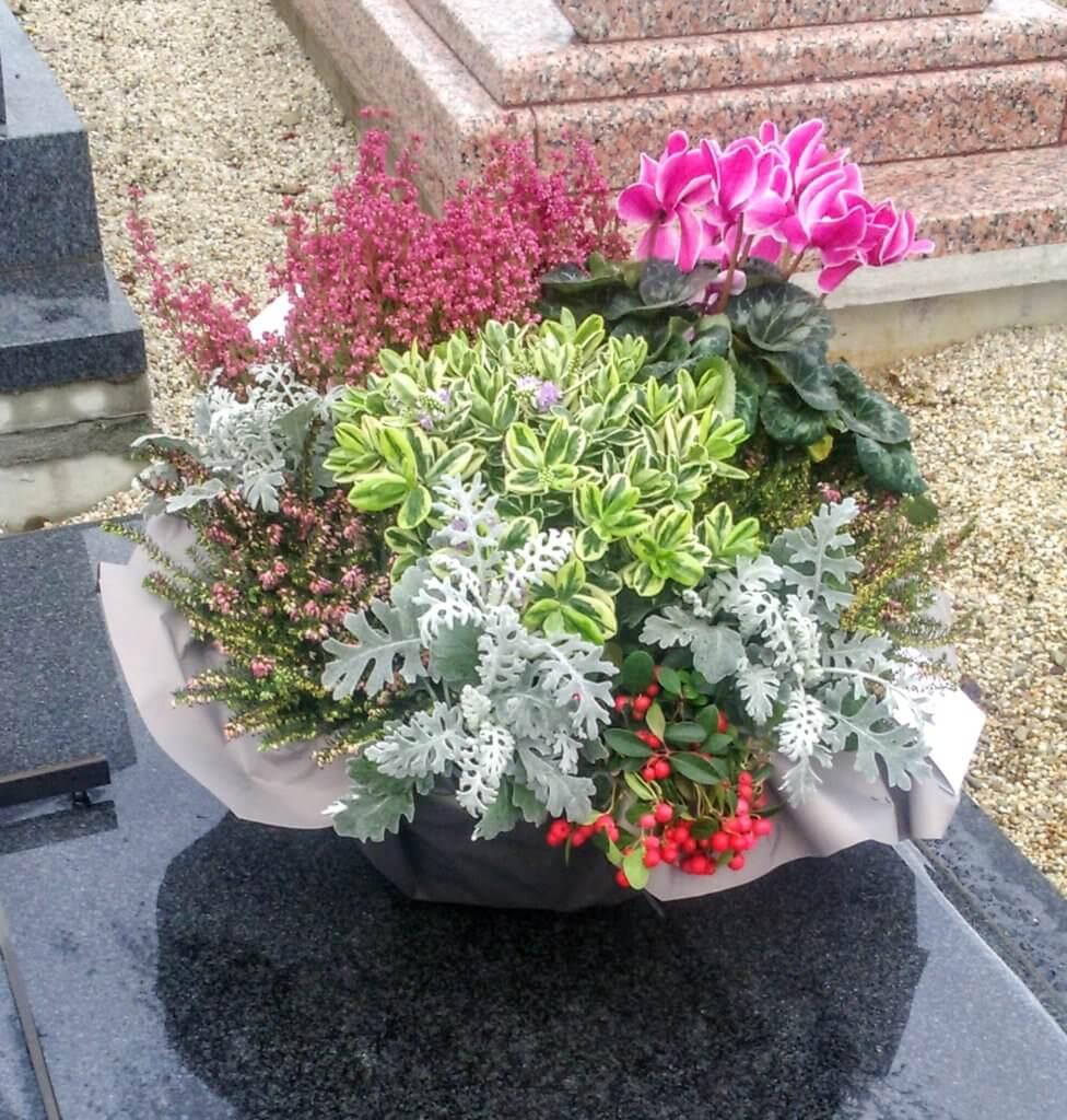Composition de plante sur tombe