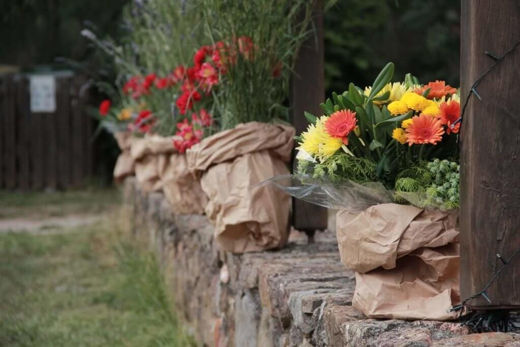 Décoration champêtre avec fleurs de champs